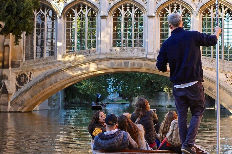 Punting Cambridge, Shared Tour Punting, Punting Tickets, Chauffeured Punting Cambridge
