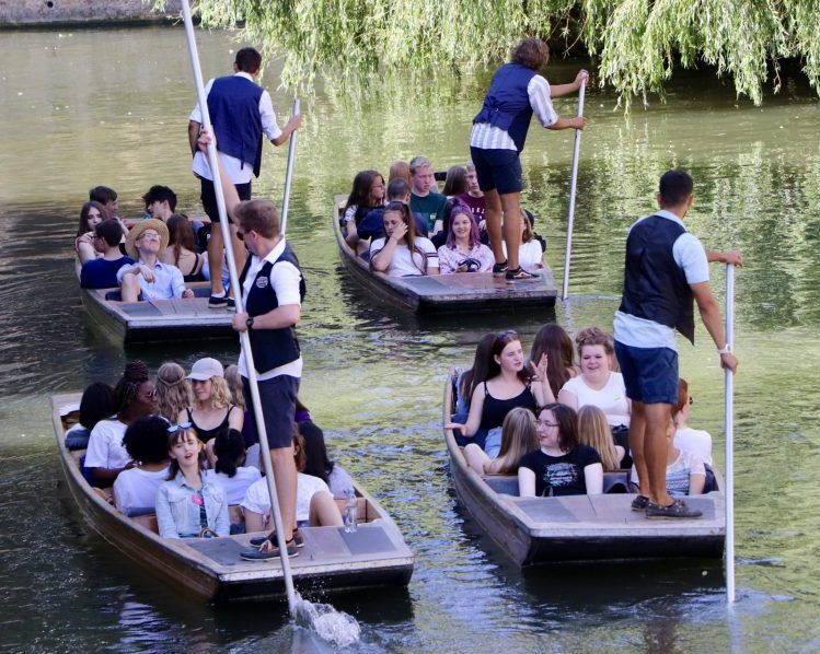 large groups Event, large groups punting, Corporate Event punting tour, Cambridge Punting, Punting in Cambridge, day out in Cambridge, Tours